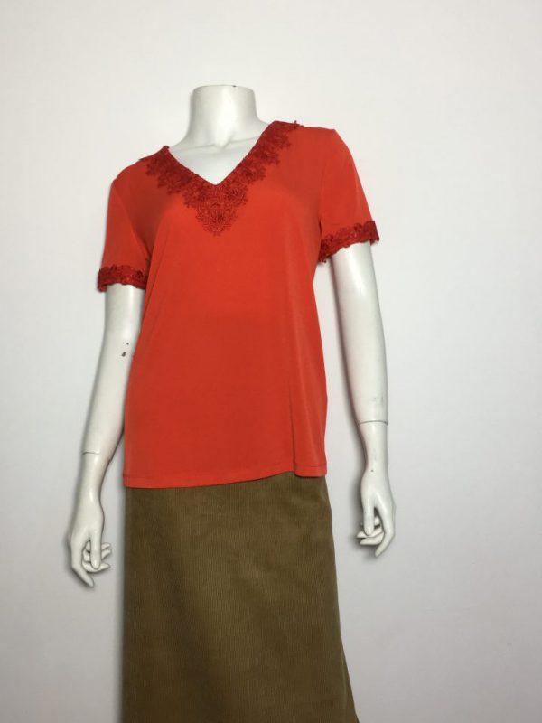 Áo-kiểu-thun-nữ-hiệu-Karllagerfeld-tay-ngắn-cổ-tim-có-thêu-ren-màu-đỏ-size-XS-chính-hãng
