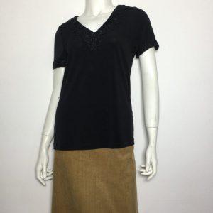 Áo-kiểu-thun-nữ-hiệu-Karllagerfeld-tay-ngắn-cổ-tim-có-viền-ren-màu-đen-size-XS-chính-hãng