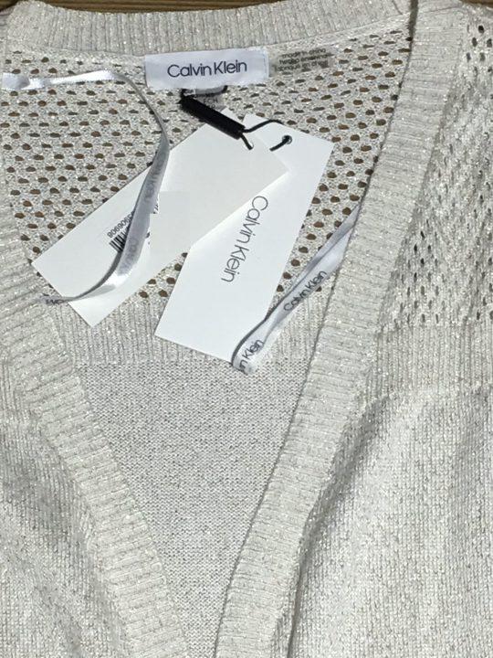 Áo-khoác-nữ-thân-dài-dài-tay-màu-trắng-hiệu-Calvin-Klein-size-XS-chính-hãng_cổ1