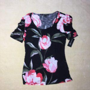 Áo-kiểu-thun-nữ-tay-ngắn-hiệu-I.N.C-màu-đen-họa-tiết-hoa-size-XS-chính-hãng-trước