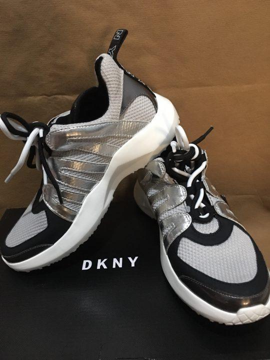 Giày-thể-thao-nữ-hiệu-DKNY-màu-trắng-bạc-size-US-7.5-chính-hãng_trái