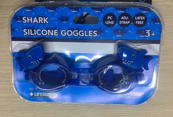 Kính-bơi-trẻ-em-cao-cấp-cho-bé-từ-3-tuổi-hiệu-Lifeguard-màu-xanh-có-đính-hình-cá-mập-trên-tròng-kính-hàng-xách-tay-mỹ-Lifeguard-shark-silicone-goggles